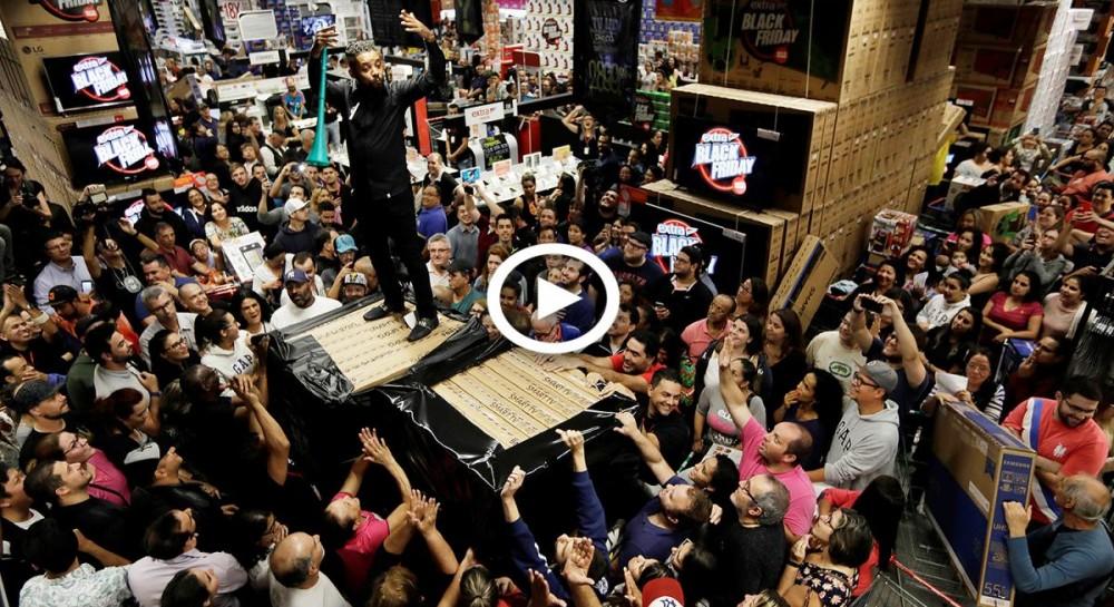 Безумные давки и драки: как проходит в мире Black Friday