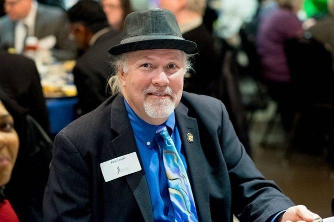 Бездомный стал успешным бизнесменом и создал организацию, которая помогла 2,6 тыс. ветеранам