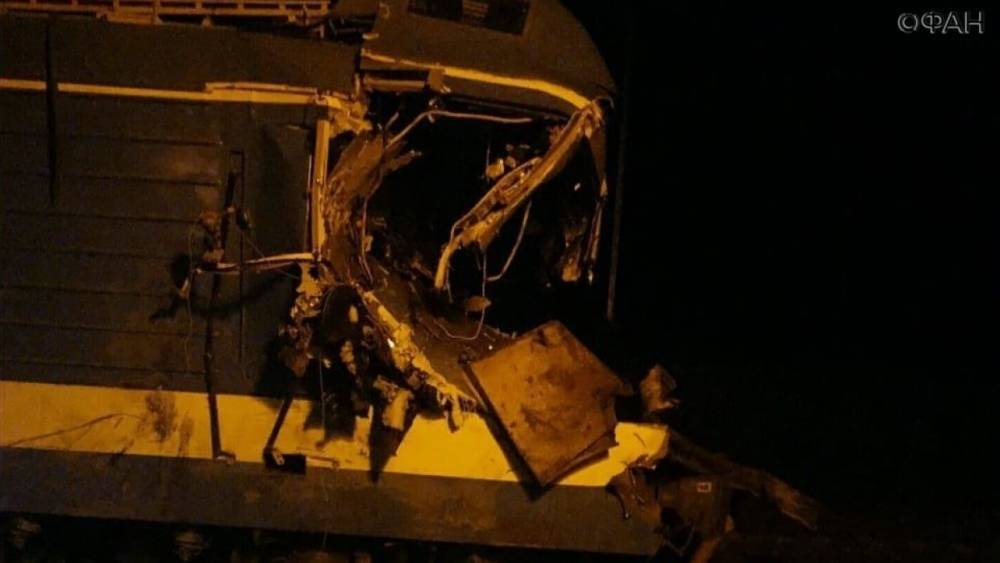 Появилось видео с места столкновения поезда и грузовика на Кубани