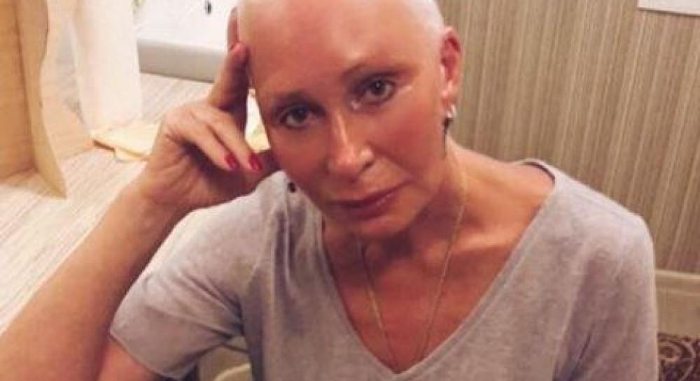 Защемило голову в метро: знаменитую российскую актрису госпитализировали