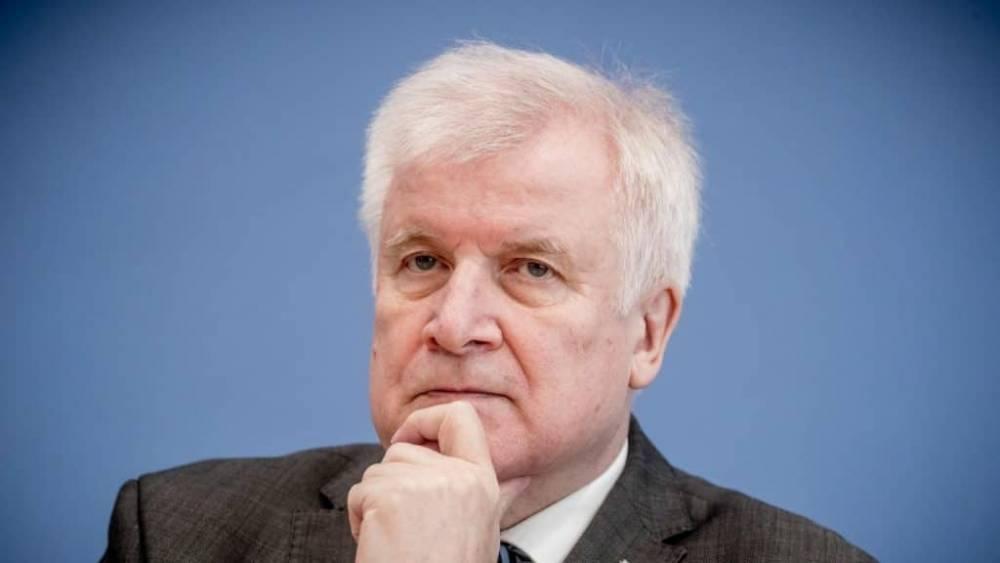 Хорст Зеехофер не покинет председательское кресло: фото и иллюстрации