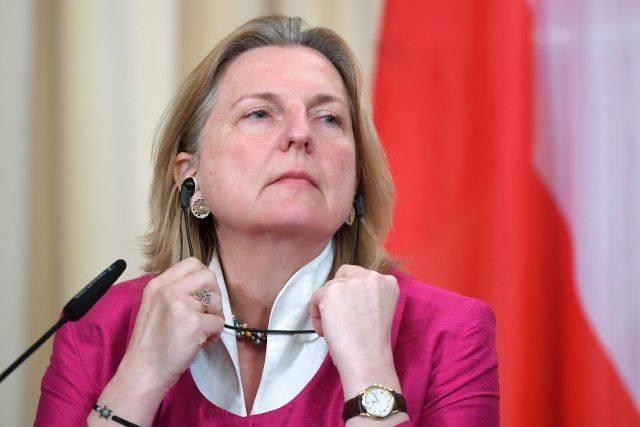 Глава МИД Австрии отменила визит в РФ из-за «шпионского скандала»