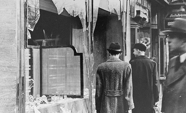 Как загоняют в гетто: к 80-й годовщине Хрустальной ночи: фото и иллюстрации