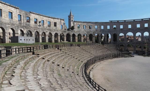Где посмотреть на античные амфитеатры, не заезжая в Грецию или Италию