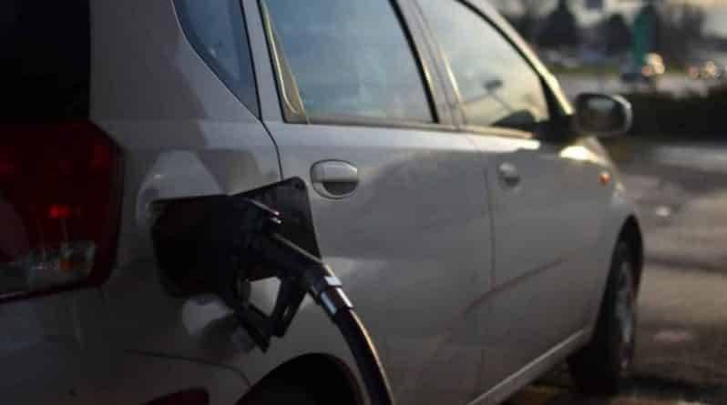 В США продолжают падать цены на бензин