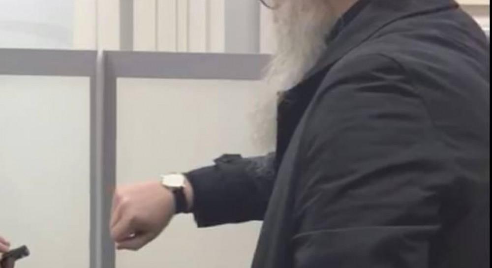 Митрополит УПЦ МП устроил скандал в аэропорту Запорожья - журналист