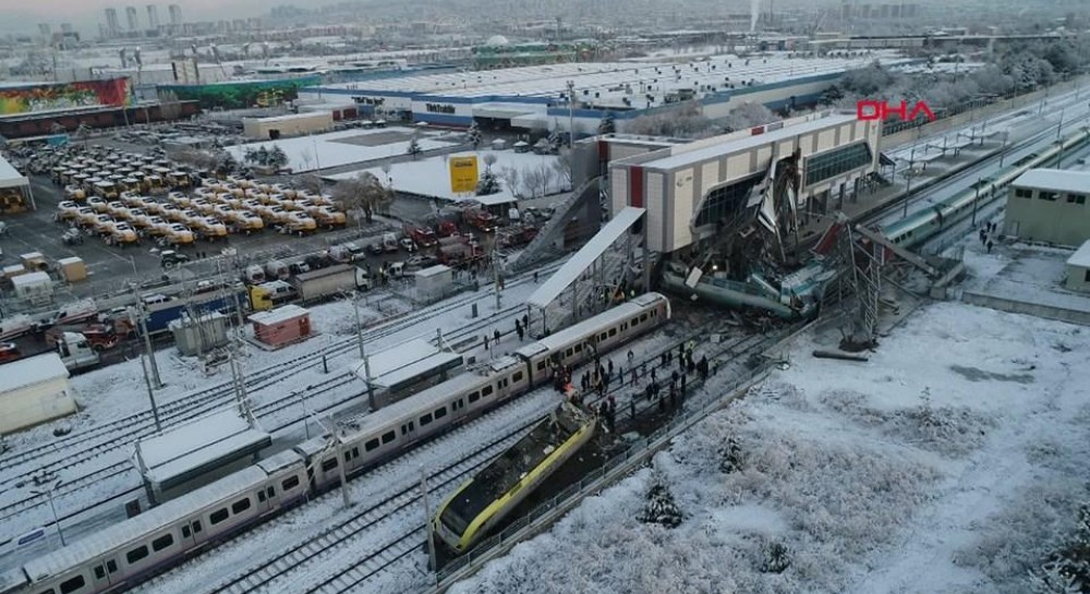 В результате крушения поезда в Анкаре ранены более 40 человек, есть погибшие