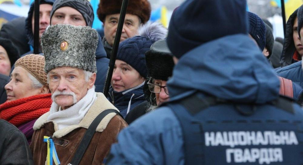 Первые провокации на Объединительном соборе: в центре Киева задержали двух человек с оружием