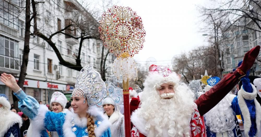 Снегурочка против курьера. Эксперты сравнили доходы в канун Нового года