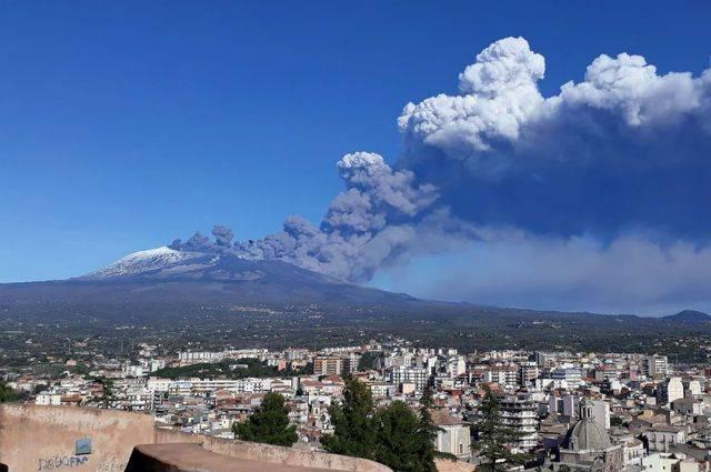 На Сицилии снова проснулся вулкан Этна