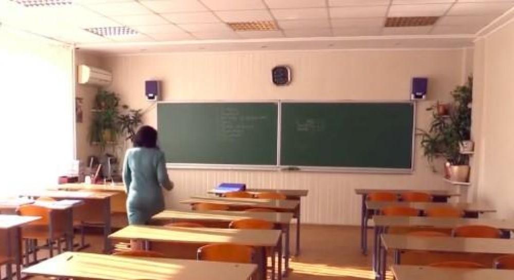 Психолог рассказала, как решить вопрос сдачи денег в школе и избежать травли детей