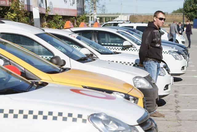 Роспотребнадзор запустил горячую линию по услугам такси и каршеринга