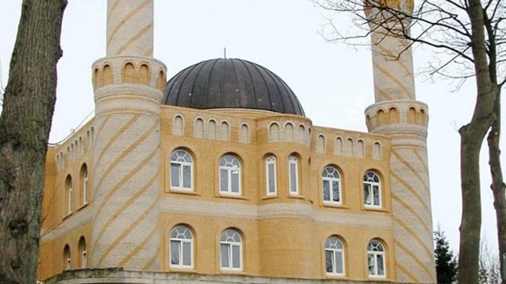 Родителей, запретивших сыну посещать мечеть, обязали выплатить штраф