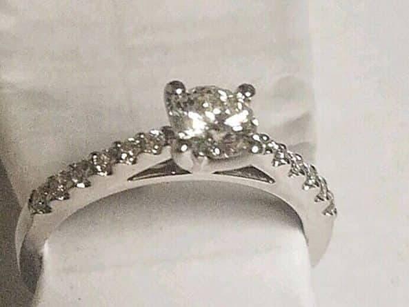 Пара потеряла на Times Square обручальное кольцо. Его нашли — но теперь ищут хозяев