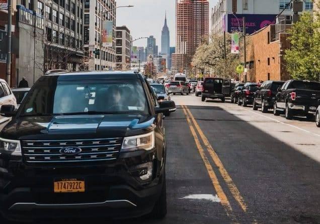 Нью-Йорк установил минимальную зарплату для водителей Uber и Lyft