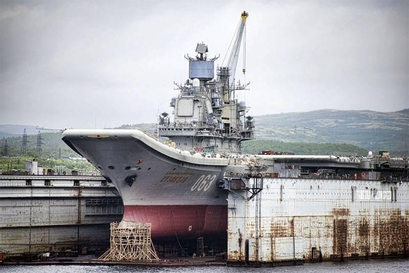 """Стало известно о том, когда с палубы """"Адмирала Кузнецова"""" уберут упавший кран"""