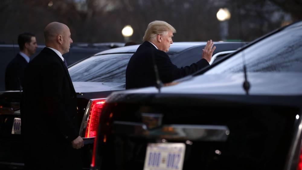 Трамп проехал 230 метров от Белого дома на лимузине в сопровождении восьми машин