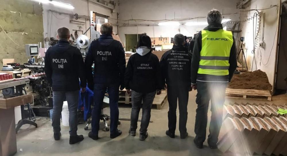 В Польше обнаружили нелегальную фабрику по производству сигарет, на которой заставляли работать украинцев