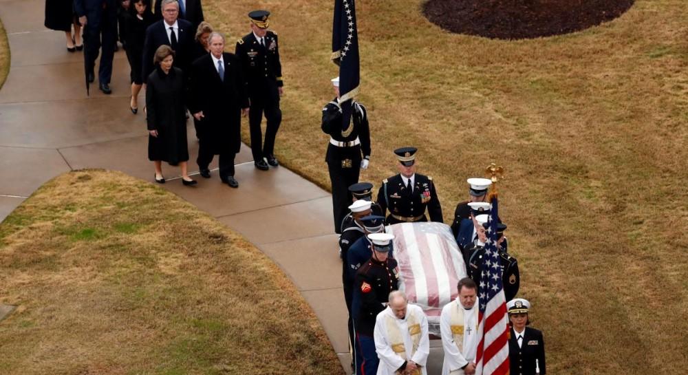 Без всякого официоза: Джорджа Буша-старшего похоронили в Техасе