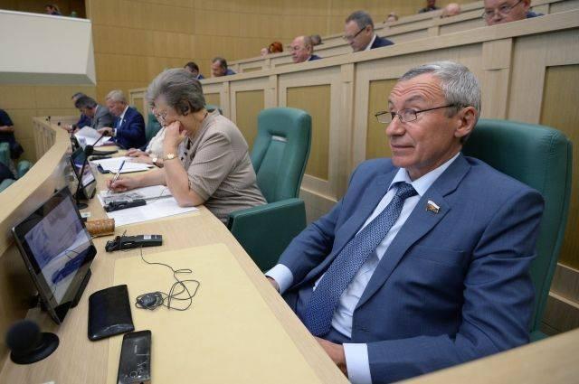 Сенатор Климов высмеял угрозы США отключить Россию от SWIFT