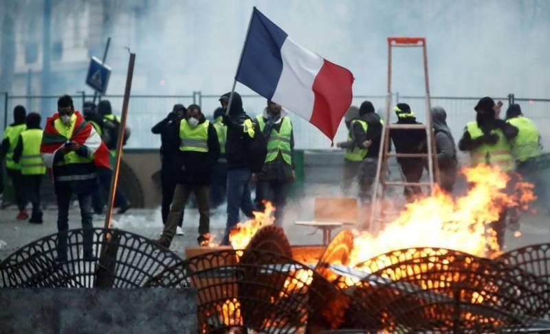МИД Франции призвал Трампа не вмешиваться во внутренние дела страны