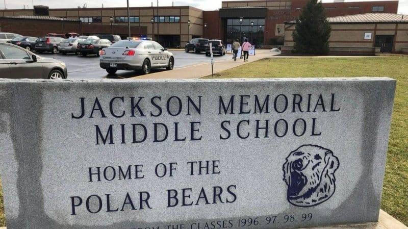 Ученик из Огайо выстрелил в себя в школьном туалете