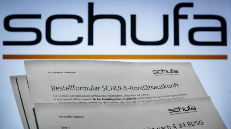 По какой формуле Schufa высчитывает уровень кредитоспособности человека?