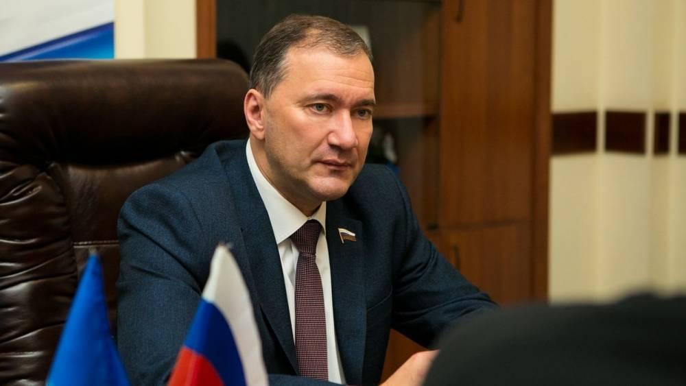 Депутат Госдумы РФ пригласил Бориса Джонсона в Крым и пообещал налить ему 50 грамм