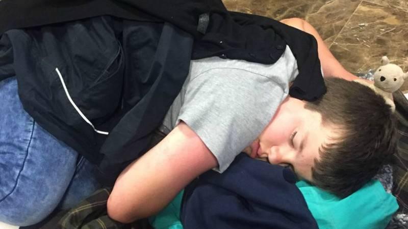 Семье с мальчиком-инвалидом пришлось спать на полу после отмены рейса Thomas Cook