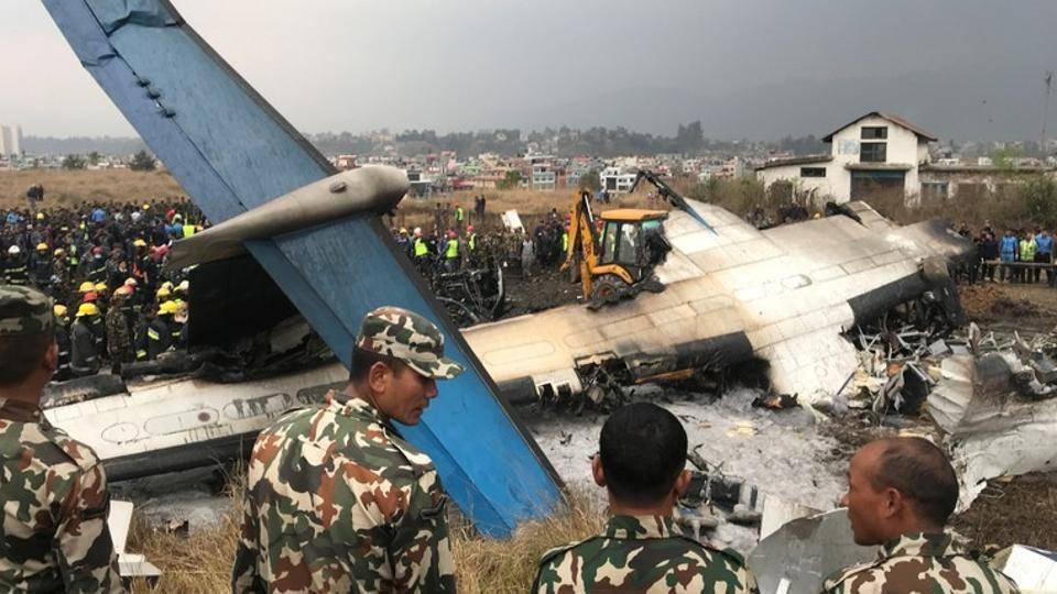 Сорок человек погибли при крушении пассажирского самолета в Катманду