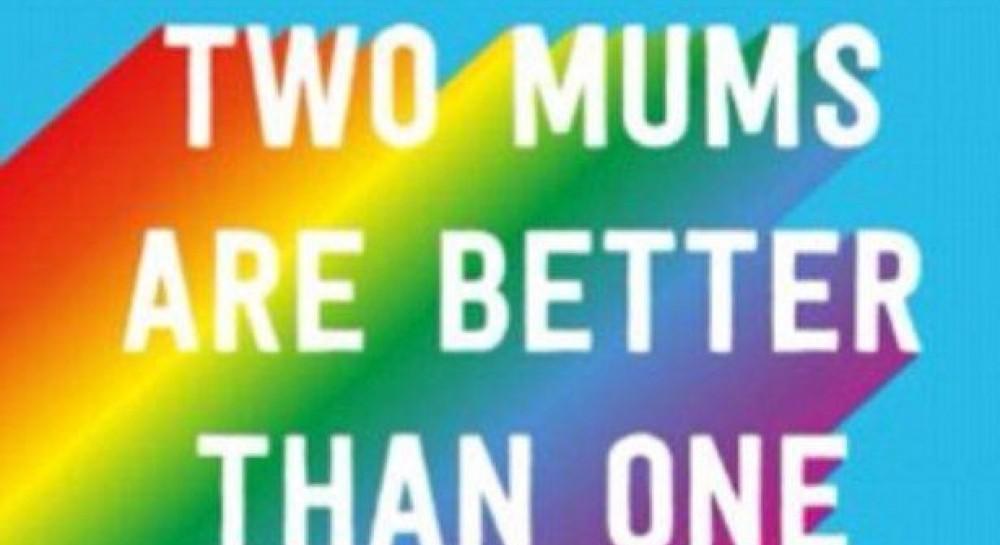 В Британии ко Дню матери выпустили открытки для трансгендеров и однополых родителей