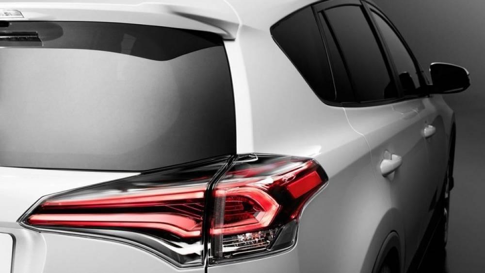 Toyota показала тизерное изображение нового кроссовера RAV4