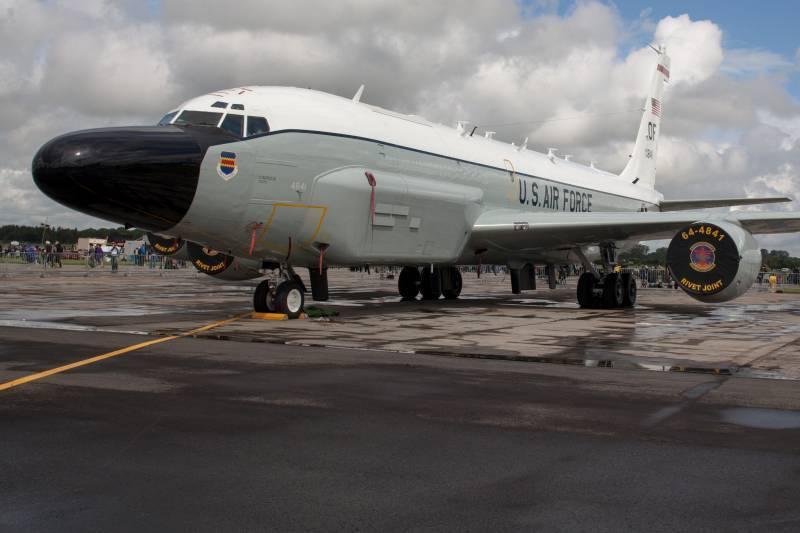 Самолеты США и командования НАТО провели серию разведывательных полетов у границ РФ