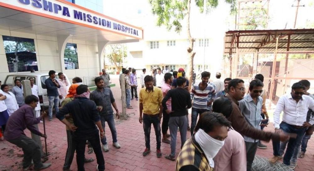 В Индии экстремисты разгромили католическую больницу