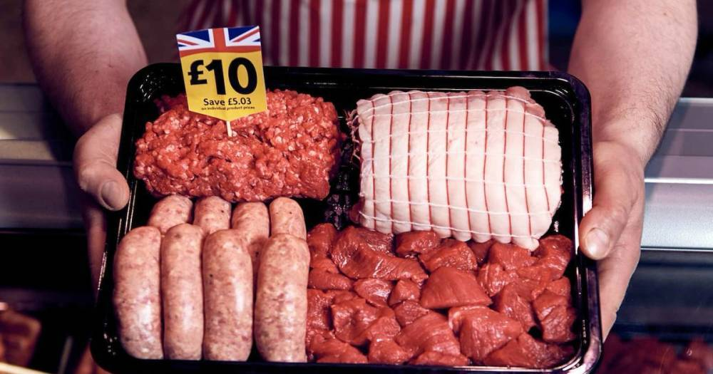 Morrisons продает гигантский мясной набор за £10, которая может прокормить семью в течение 2 недель