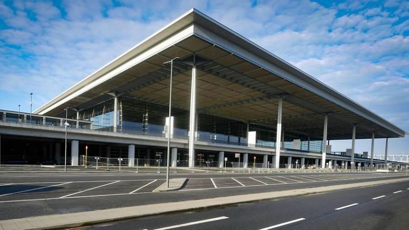 Время признать ошибку, и снести новый аэропорт Берлина