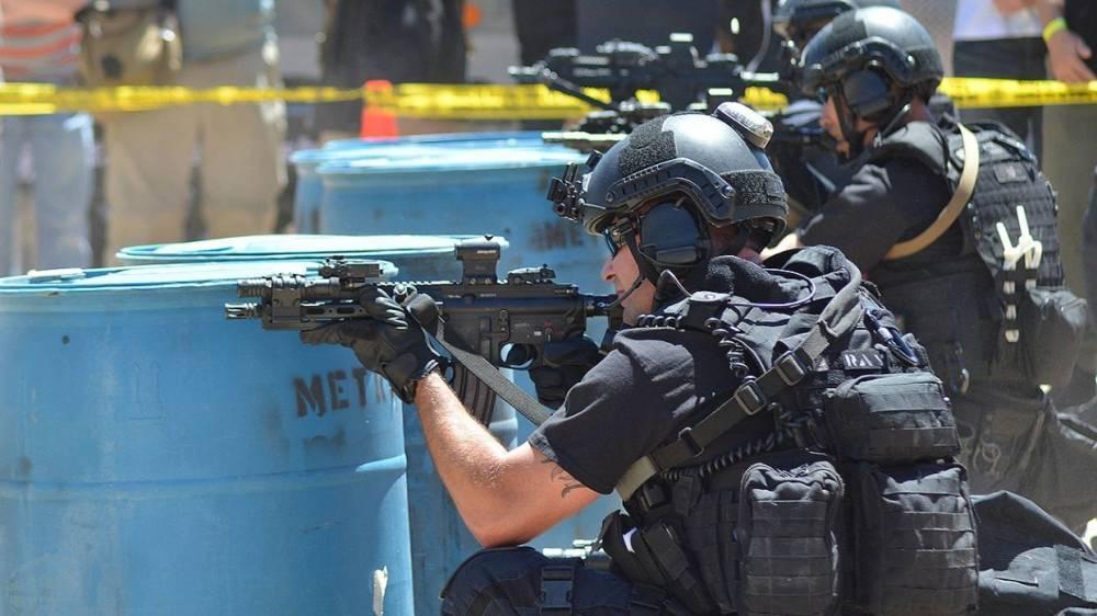 Полиция США застрелила вооруженного мужчину, запершегося в ресторане в Принстоне
