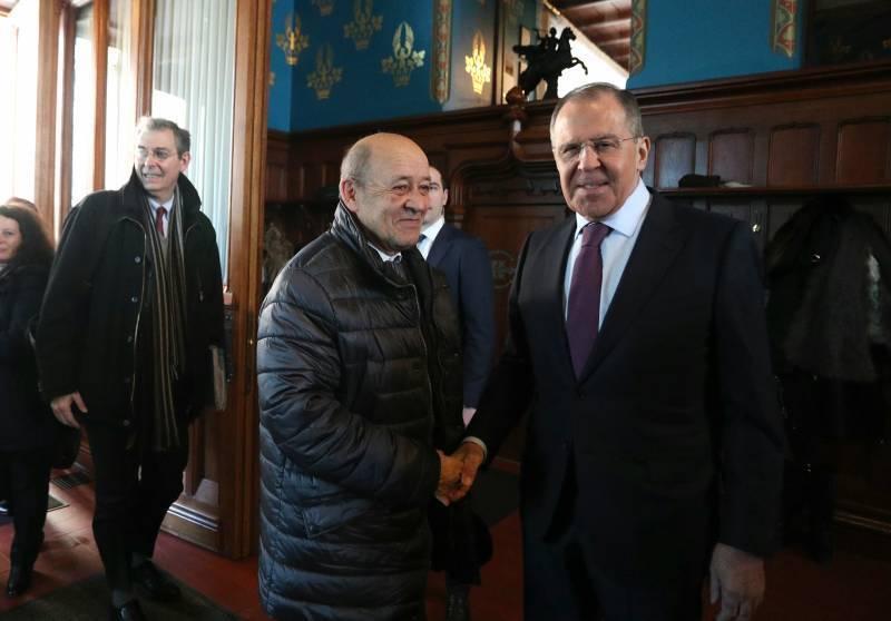 Глава МИД Франции назвал Россию державой, которую следует уважать