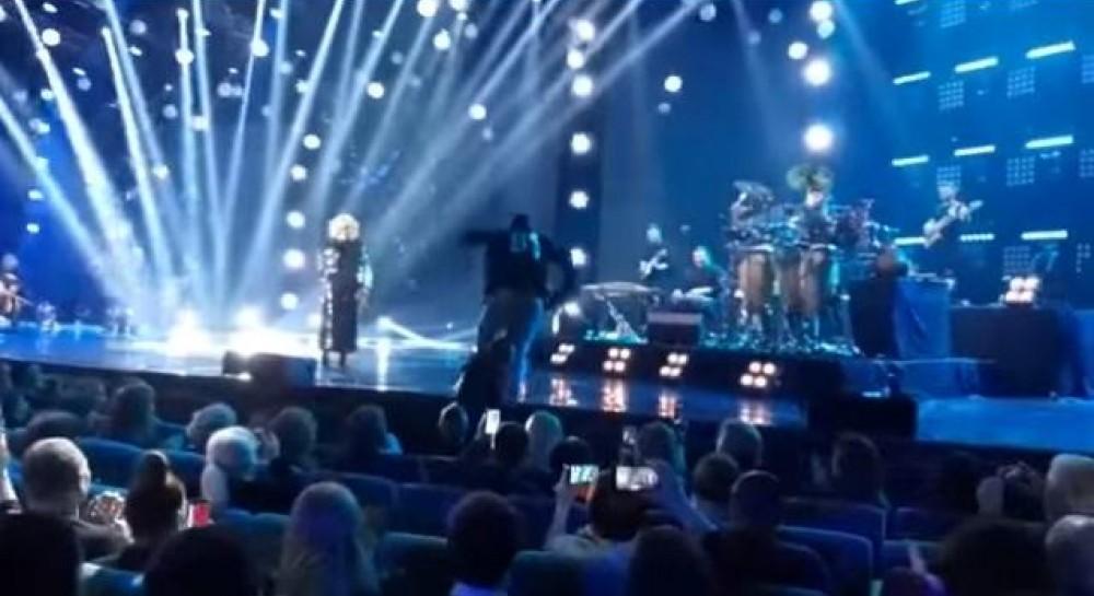 На концерте Билык охрана тащила за ногу со сцены ее скандального бывшего