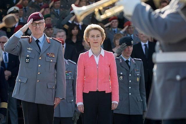Глава Минобороны Германии призвала ужесточить курс в отношениях с РФ