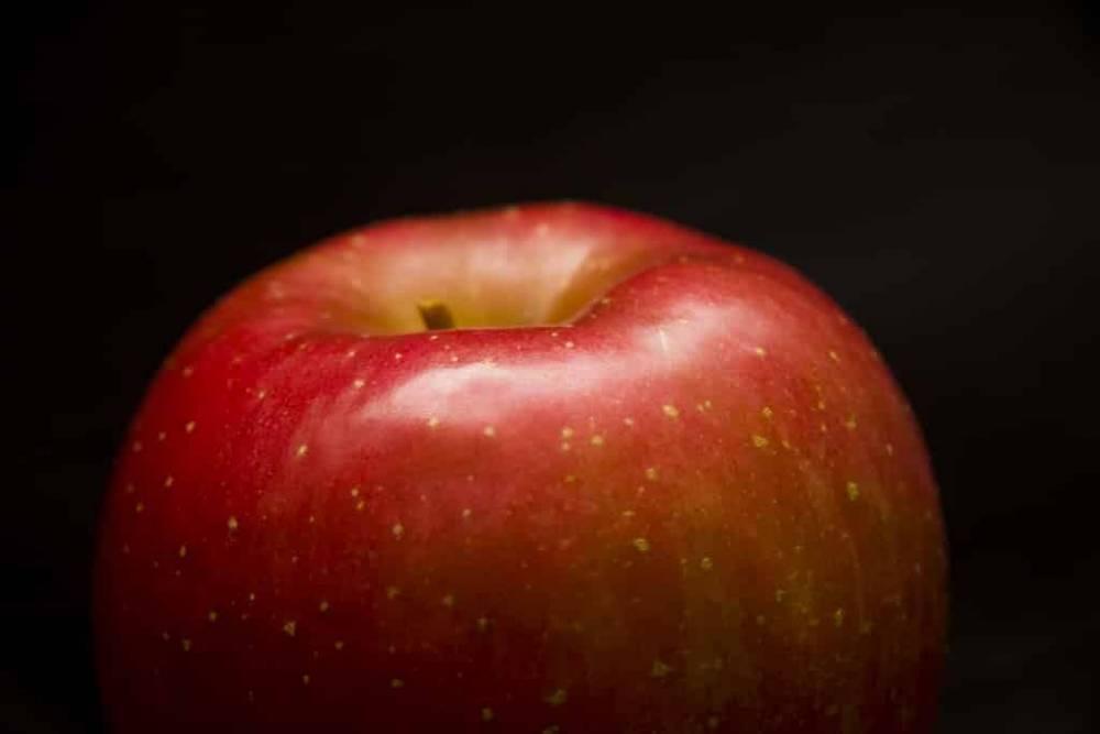 Пассажирку Delta Airlines оштрафовали на $500 за яблоко в сумке