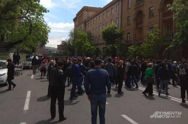 Глава МО Армении рассказал, будет ли армия решать проблемы в стране