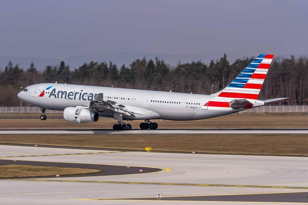 Буйный пассажир получил 10 ударов электрошокером на борту American Airlines