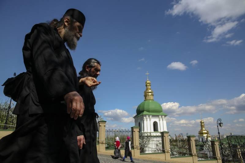 Порошенко увязал вопросы поместной церкви и возвращения Крыма