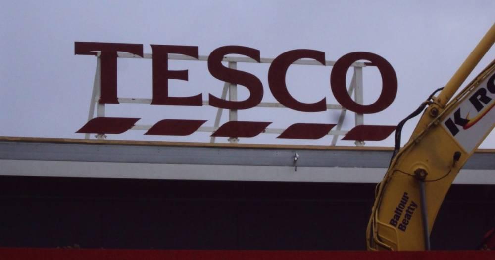 Tesco обвинил клиентку в том, что она сама подбросила в капусту отвратительный инородный объект