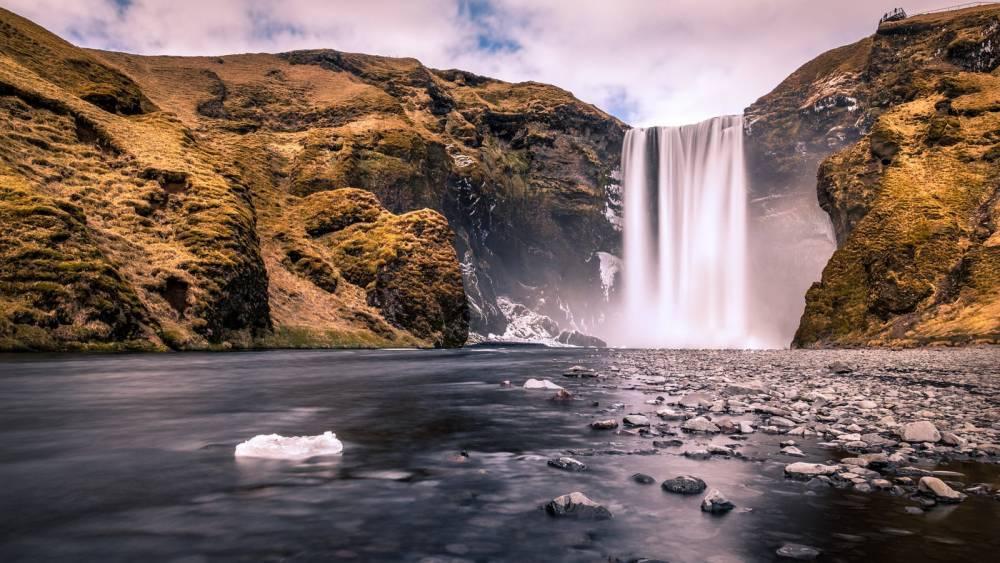 Wow Air оплатит двум счастливчикам трехмесячный отпуск в Исландии и 8 путешествий на двух материках