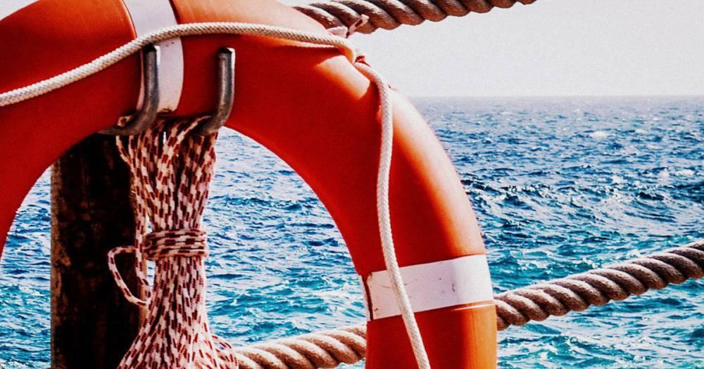 Российское судно Crystal East, арестованное в ОАЭ, подало сигнал бедствия