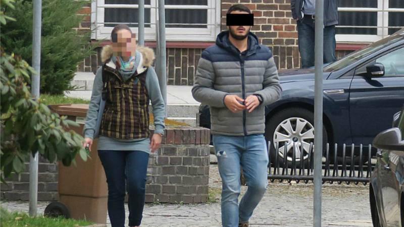 Сириец едва не выбил женщине глаз, но она все равно хочет за него замуж