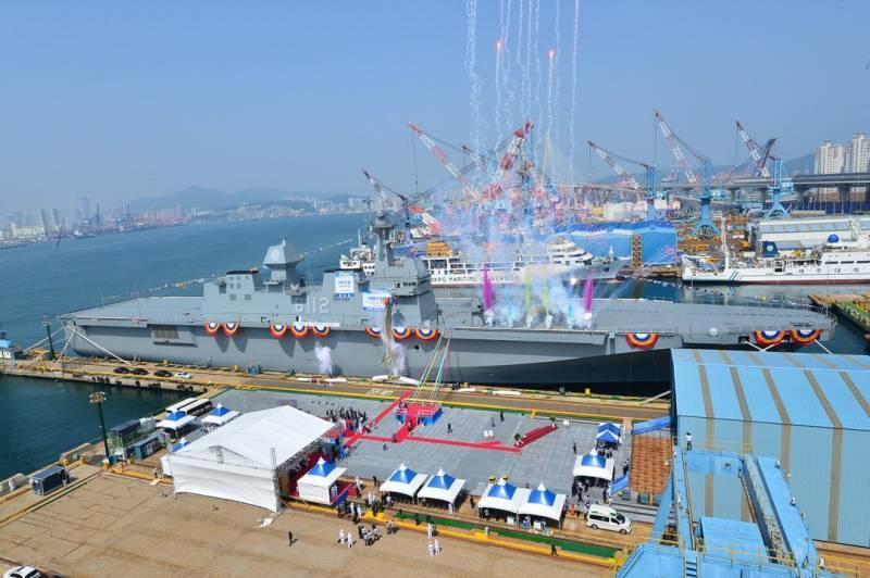 В Южной Корее спущен на воду второй десантный корабль