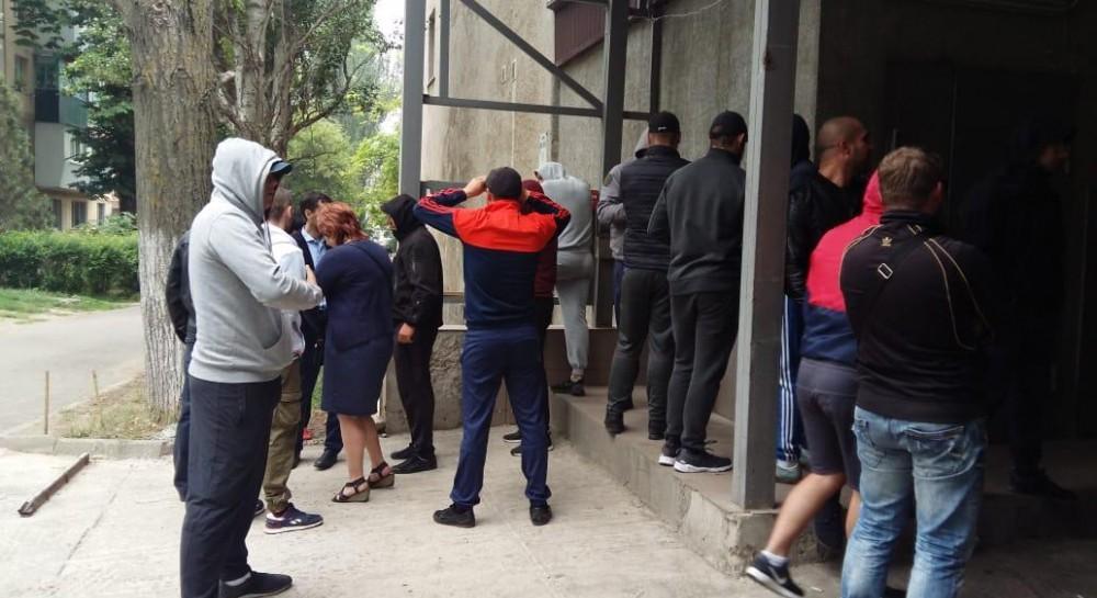 """В Одессе полиция задержала два десятка """"титушек"""", пытавшихся захватить супермаркет"""